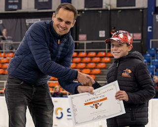 Diederik vd Steen hands over Skate-Tec award photo: Ronald Goud